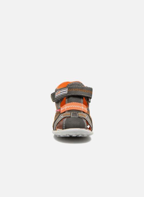 Sandales et nu-pieds NA! Airelle Gris vue portées chaussures