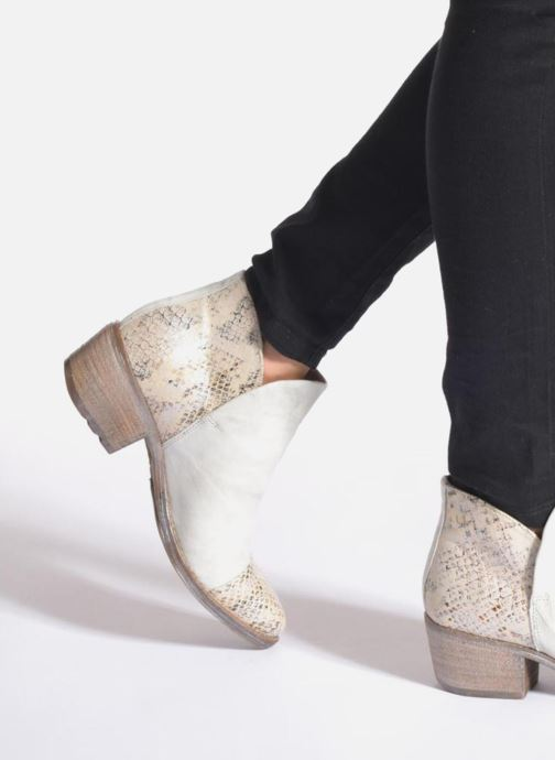 Ankle boots Khrio Cucuta Beige view from underneath / model view