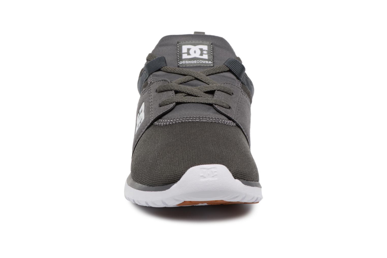 Deportivas DC Shoes Heathrow Gris vista del modelo