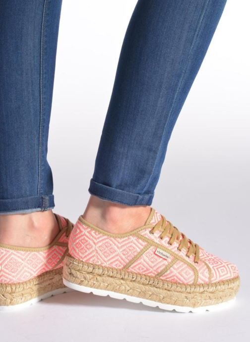 Lace-up shoes Victoria Basket Etnico Plataforma Yu Pink view from underneath / model view