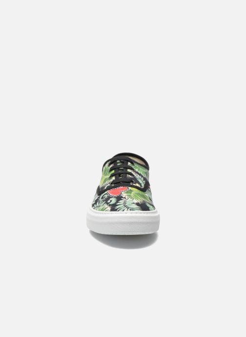Sneakers Victoria Ingles Flores Y Corazones Multicolore modello indossato