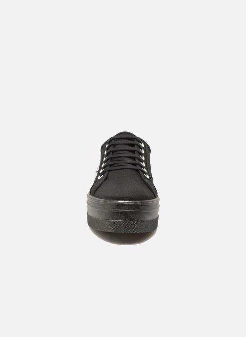 Sneakers Victoria Basket Lona Plataforma Nero modello indossato