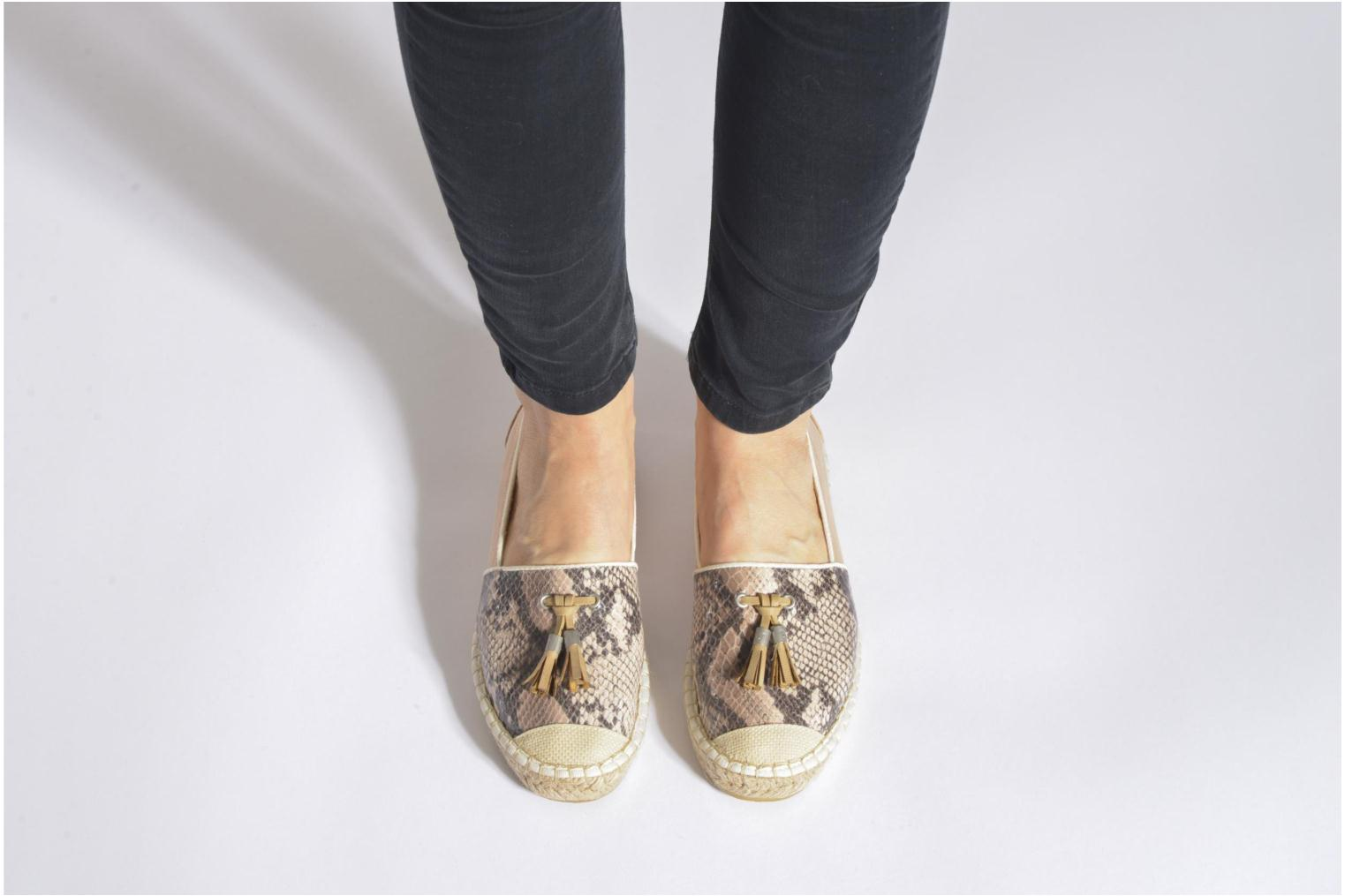 Espadrilles Mustang shoes Brauw Brown view from underneath / model view