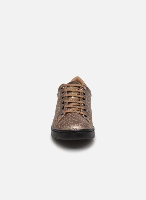 Sneakers Geox D JAYSEN A D621BA Oro e bronzo modello indossato