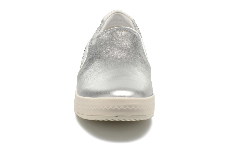 Sneakers Geox D MODESTY C D4429C Argento modello indossato
