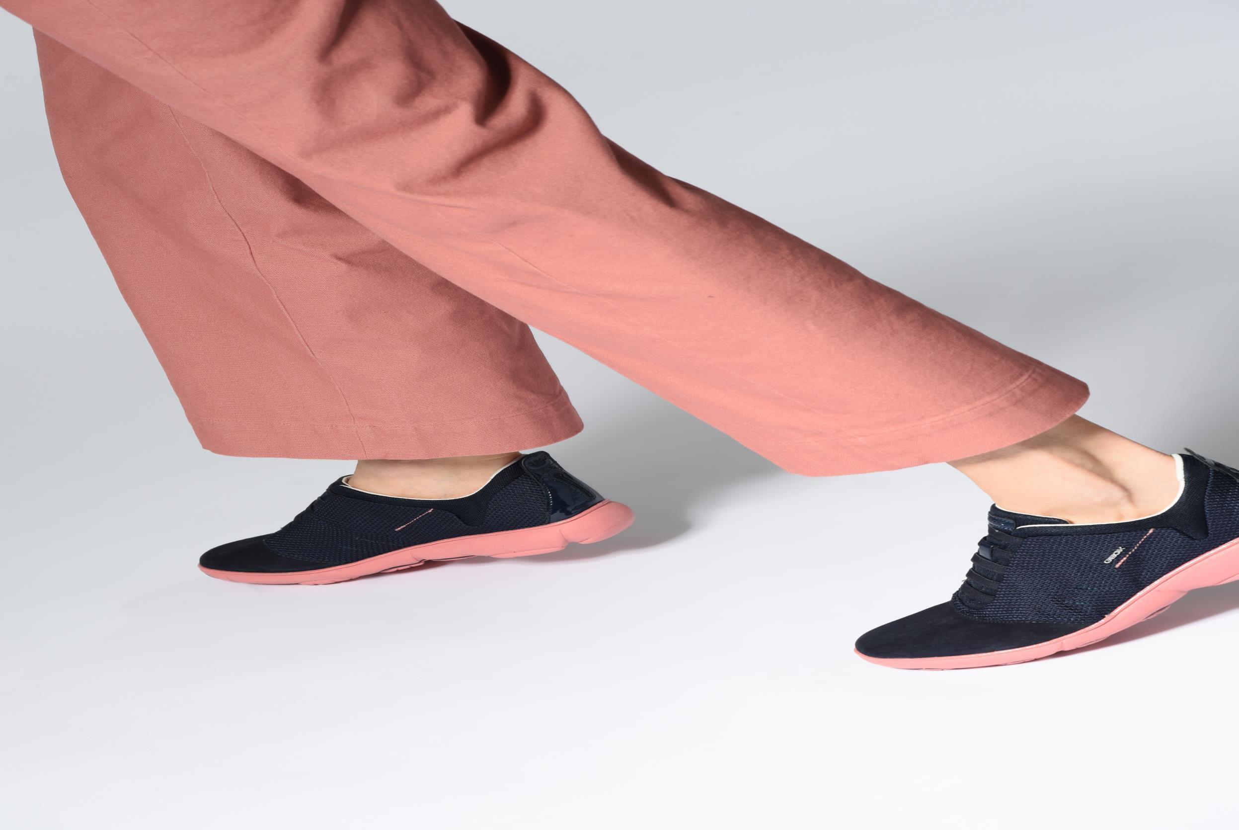 Sneakers Geox D NEBULA C D621EC Blauw onder