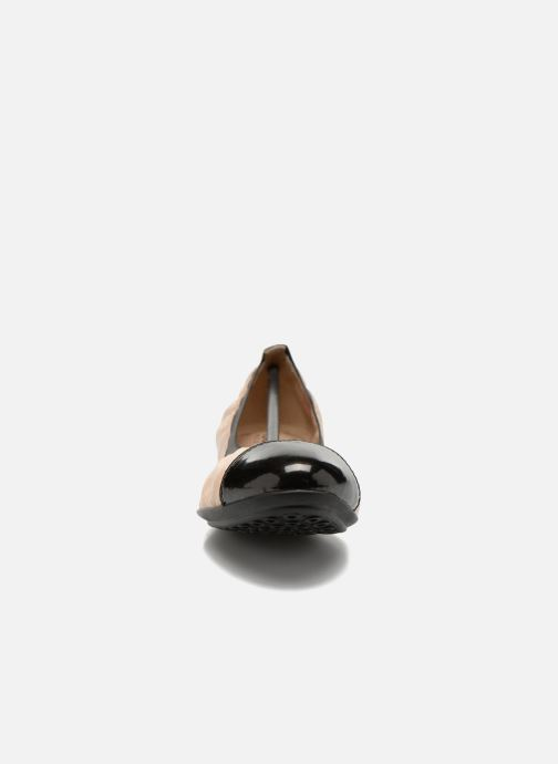 Ballerines Geox D CHARLENE A D62Y7A Beige vue portées chaussures