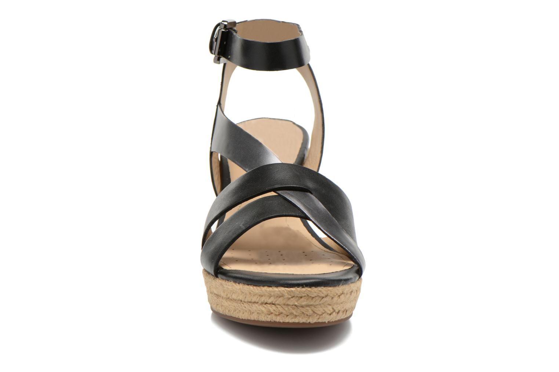 Sandali e scarpe aperte Geox D SOLEIL C D62N7C Nero modello indossato