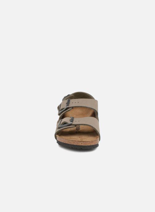 Sandali e scarpe aperte Birkenstock Milano Kids Verde modello indossato