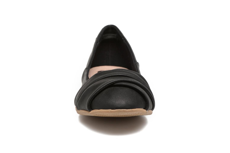 Ballerines Refresh Sandy 61732 Noir vue portées chaussures