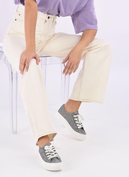 Sneaker Refresh Cory 61908 silber ansicht von unten / tasche getragen