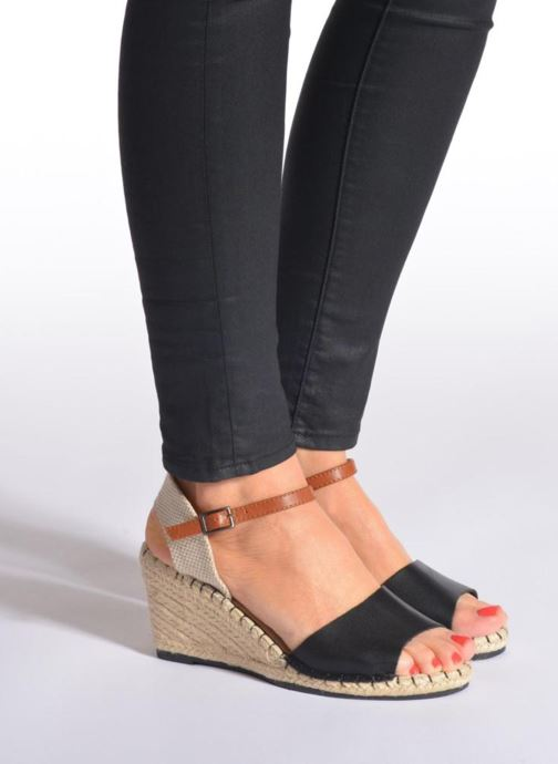 Sandales et nu-pieds Refresh Gipset 62035 Noir vue bas / vue portée sac
