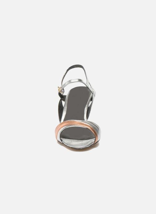 Sandali e scarpe aperte Fred Marzo Polly Multicolore modello indossato