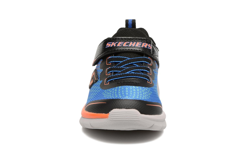 Sneakers Skechers Erupters II Lava Arc Azzurro modello indossato