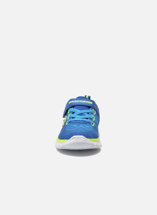 Sneakers Skechers Synergy - Mini Knit Azzurro modello indossato