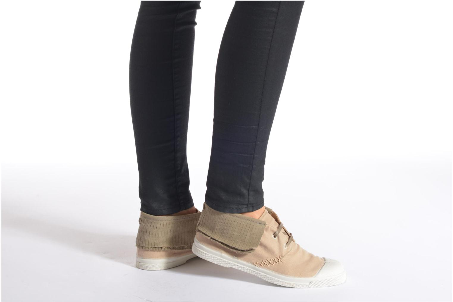 Trainers Bensimon Tennis Indian Fringes Beige view from underneath / model view
