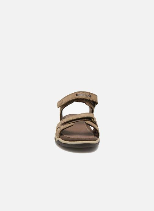 Sandalias Timberland Oak Bluffs Leather 2Strap Marrón vista del modelo