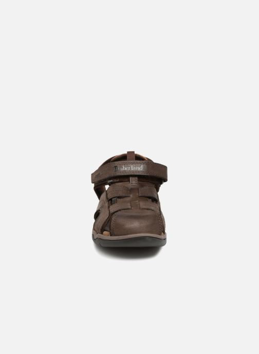 Sandalias Timberland Oak Bluffs Leather Fisher Marrón vista del modelo