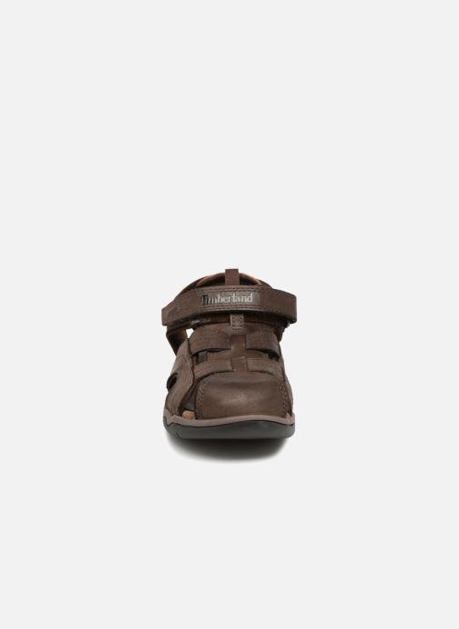 Sandalias Timberland Oak Bluffs Leather Fisher Marrón vista del modelo