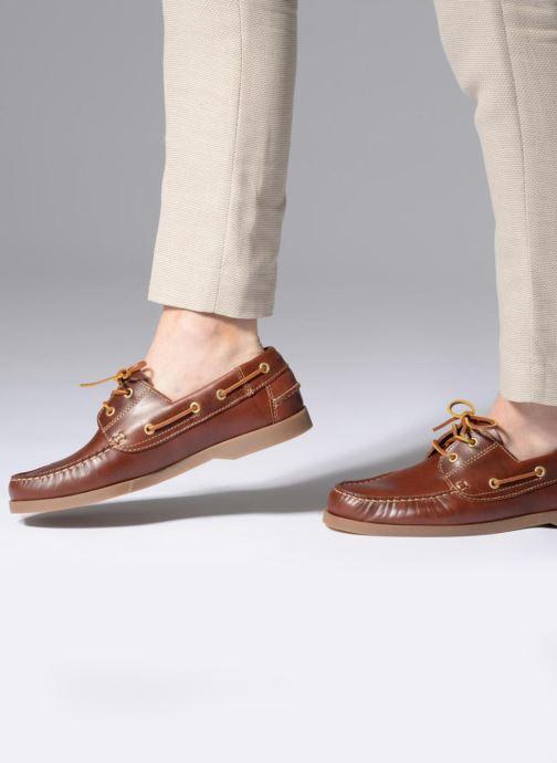 Schnürschuhe Marvin&Co Story braun ansicht von unten / tasche getragen