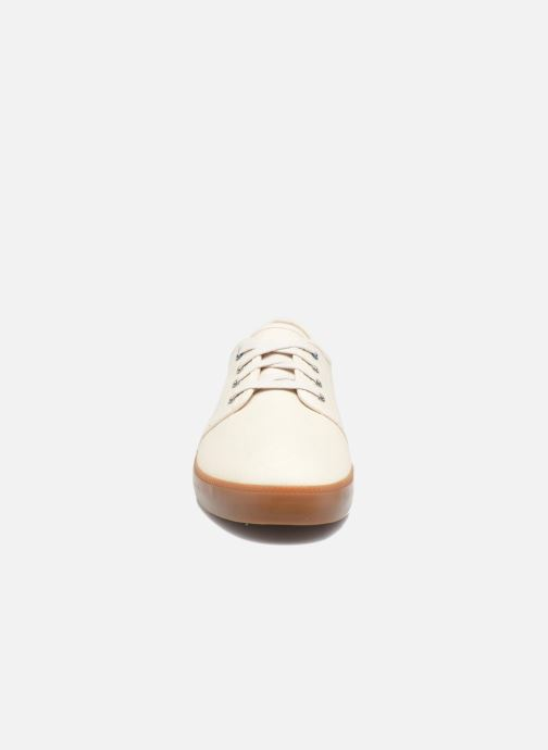 Sneakers Timberland Newport Bay Canvas Plain Bianco modello indossato