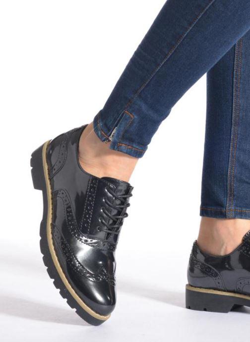 Schnürschuhe I Love Shoes THINA Size + schwarz ansicht von unten / tasche getragen