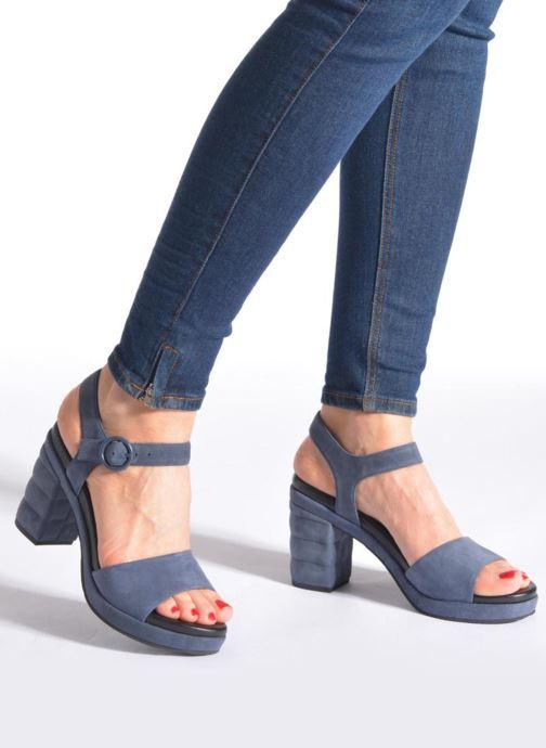 Sandalen What For Kanye blau ansicht von unten / tasche getragen