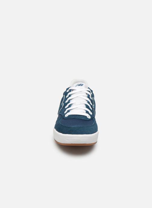 Baskets New Balance CRT300 Bleu vue portées chaussures