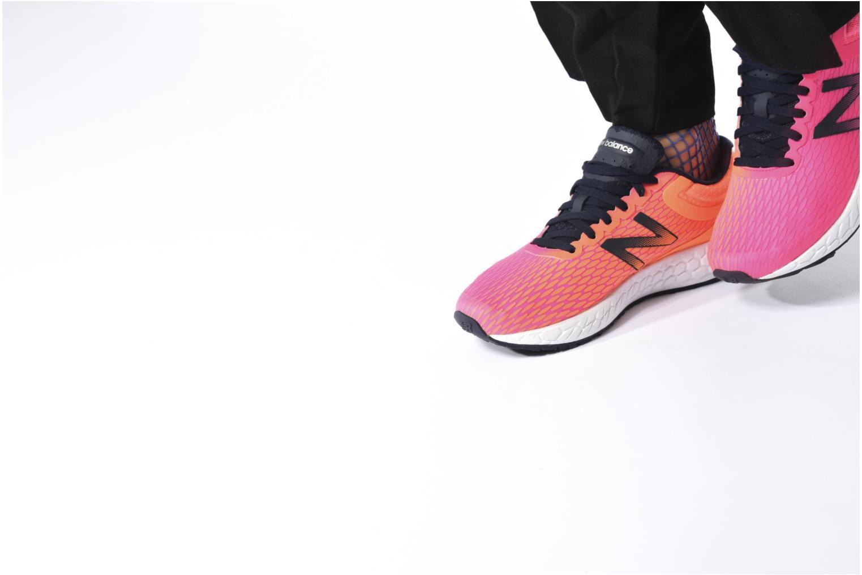 Chaussures de sport New Balance WBORA Rose vue bas / vue portée sac