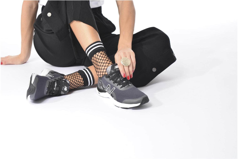 Chaussures de sport New Balance WX711 Noir vue bas / vue portée sac