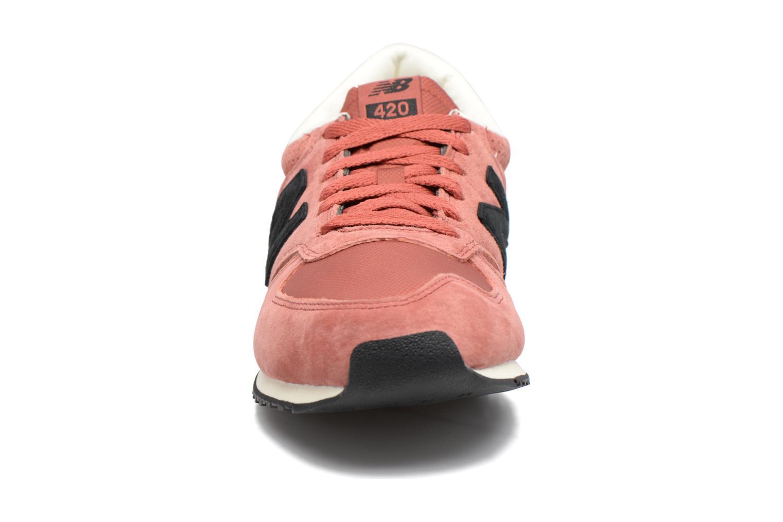 Baskets New Balance U420 M Orange vue portées chaussures