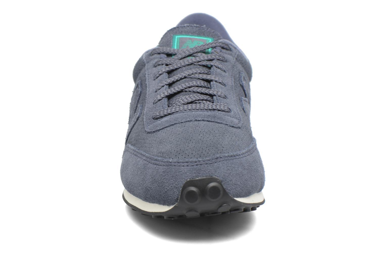 Baskets New Balance U410 D Gris vue portées chaussures