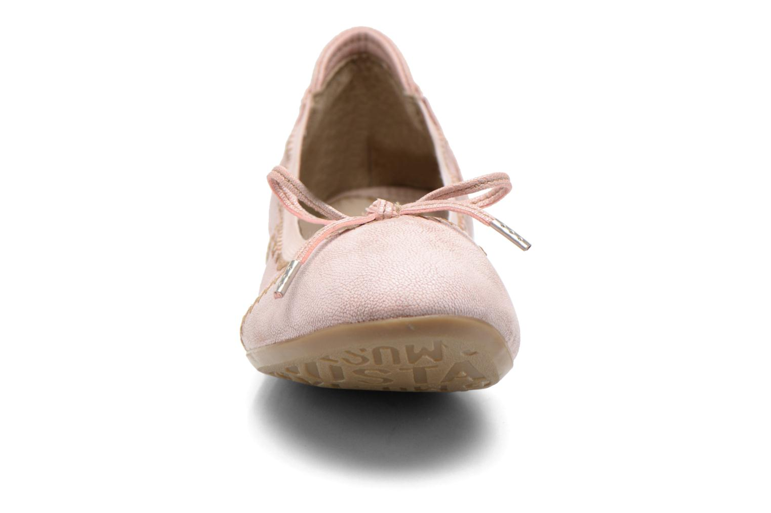 Ballerina's Mustang shoes Leah Roze model