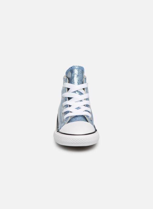 Sneakers Converse Chuck Taylor All Star Hi Azzurro modello indossato
