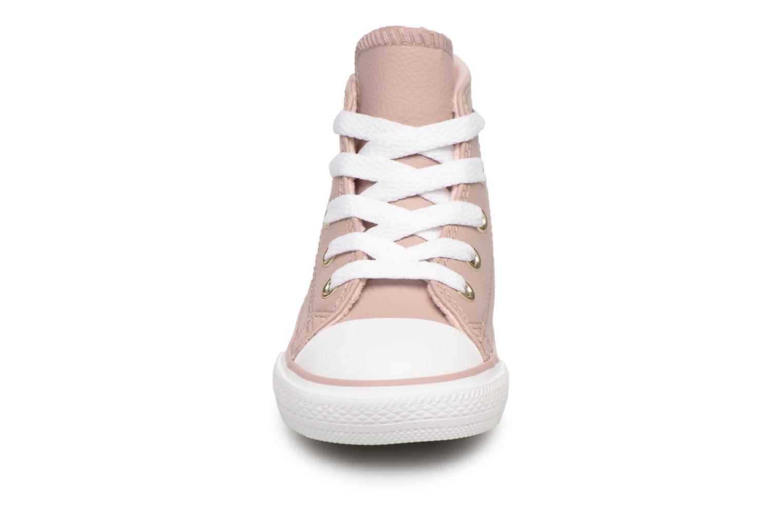 Baskets Converse Chuck Taylor All Star Hi Beige vue portées chaussures