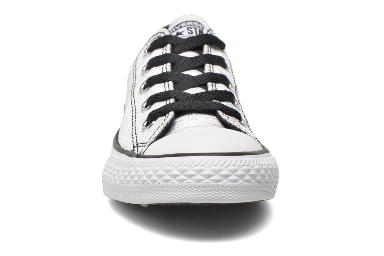 Baskets Converse Chuck Taylor All Star Ox Blanc vue portées chaussures