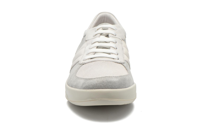 Sneakers Lagerfeld John by Lagerfeld Bianco modello indossato