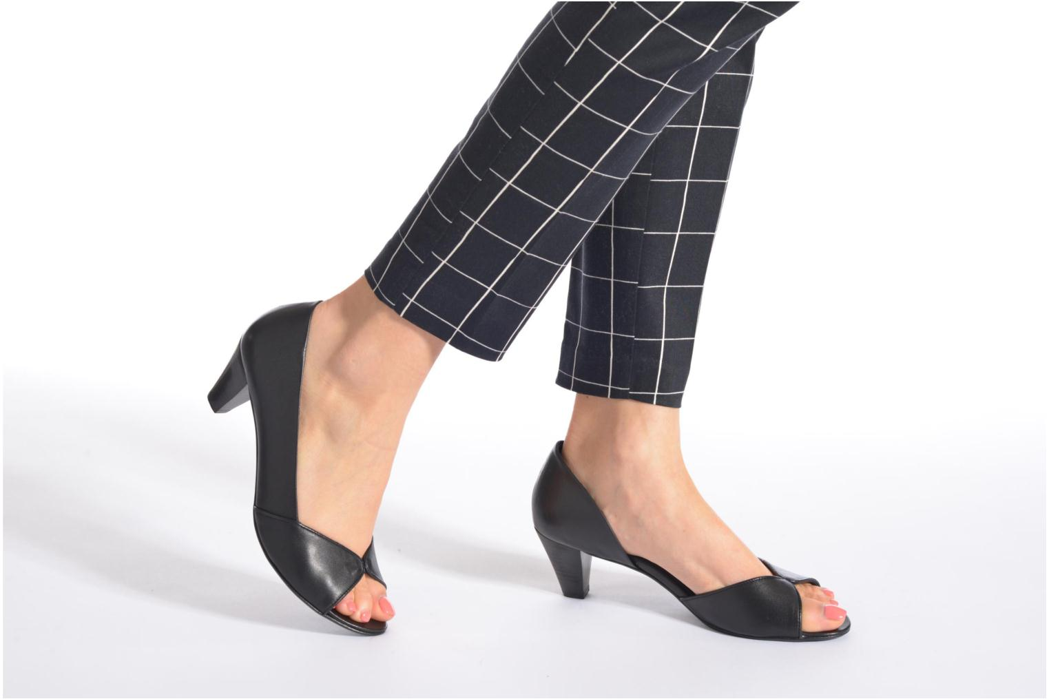 High heels Minelli F93 614 Black view from underneath / model view