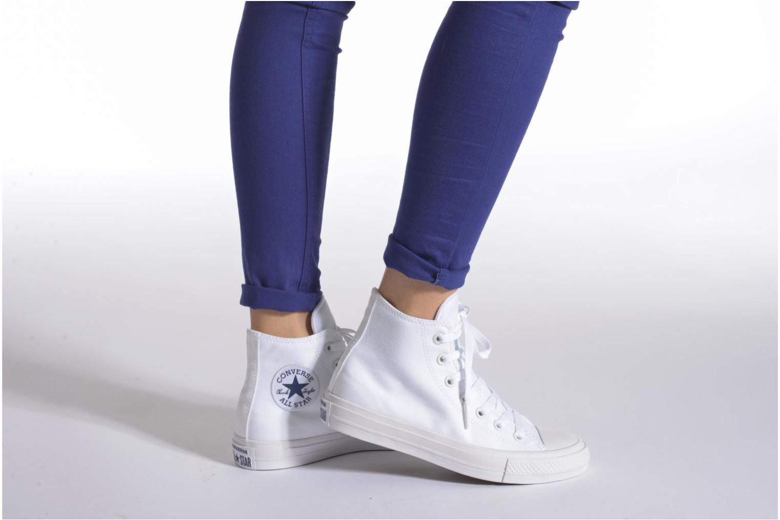 Trainers Converse Chuck Taylor All Star II Hi W White view from underneath / model view