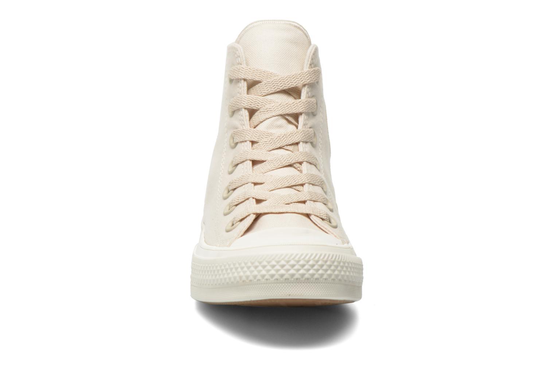 Baskets Converse Chuck Taylor All Star II Hi W Beige vue portées chaussures