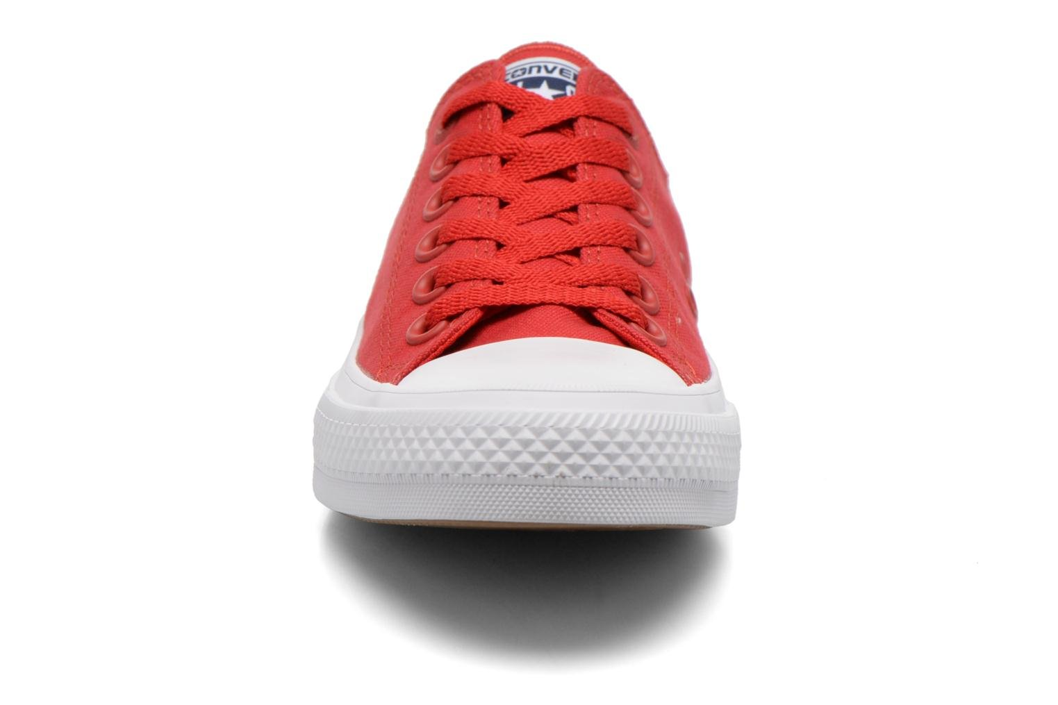 Baskets Converse Chuck Taylor All Star II Ox W Rouge vue portées chaussures