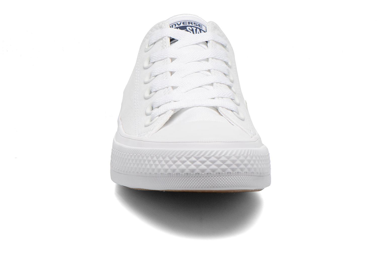 Baskets Converse Chuck Taylor All Star II Ox M Blanc vue portées chaussures