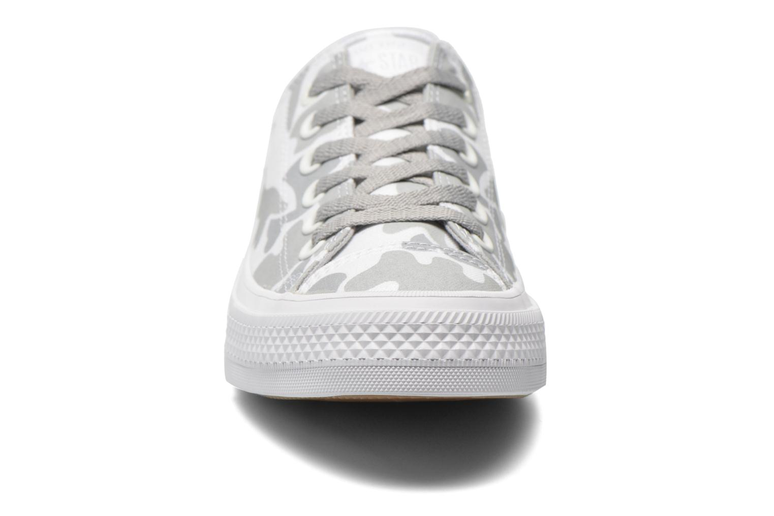 Baskets Converse Chuck Taylor All Star II Ox M Blanc vue portées chaussures