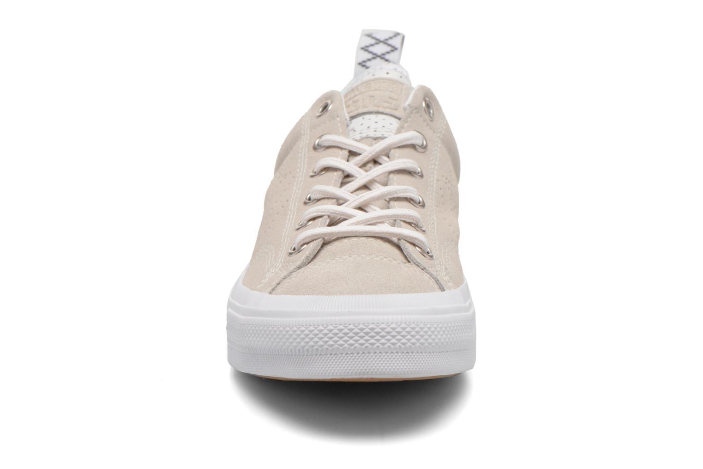 Baskets Converse Star Player Premium Ox M Beige vue portées chaussures