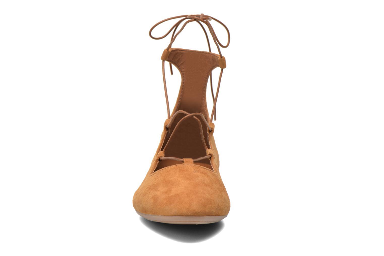 Ballerines André Navajo Marron vue portées chaussures