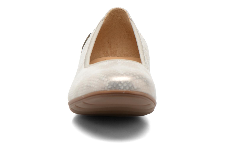 Ballerines Mephisto Emilie Argent vue portées chaussures
