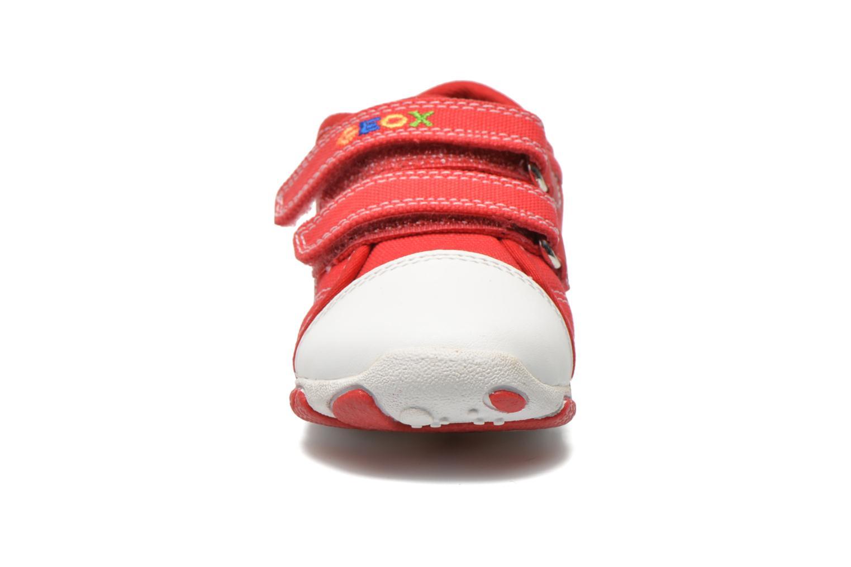 Baskets Geox B Balu' Boy B5236A Rouge vue portées chaussures