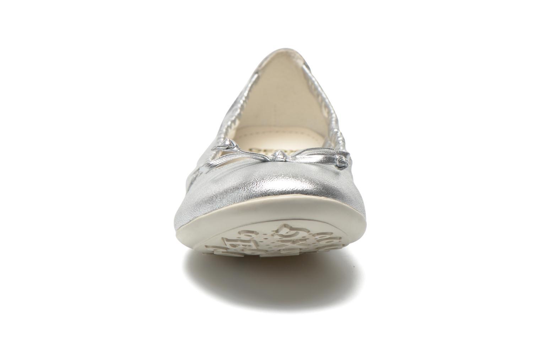 Ballerines Geox JR Plie' J5255A Gris vue portées chaussures