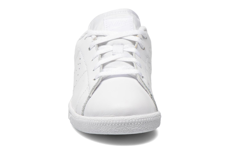 Baskets Nike Tennis Classic Prm (Ps) Blanc vue portées chaussures