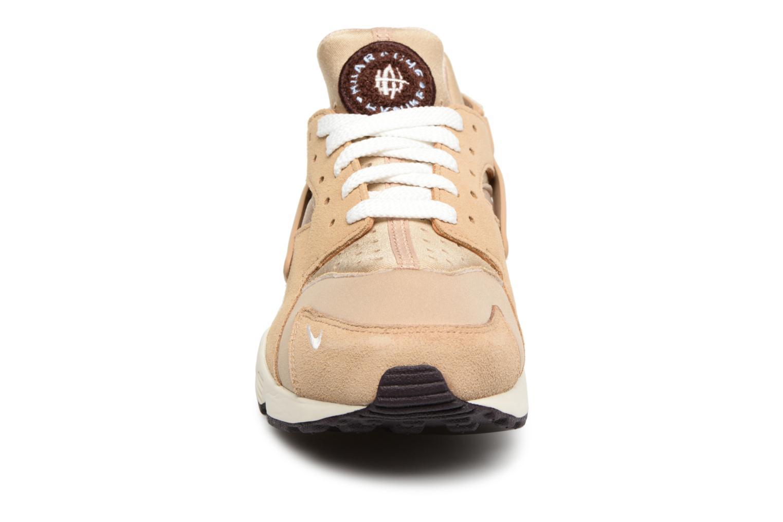 Baskets Nike Nike Air Huarache Run Prm Marron vue portées chaussures